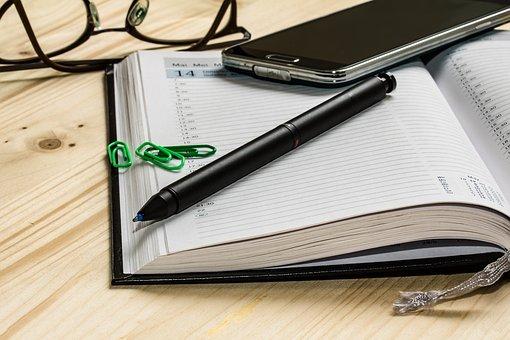 スマホとペンとスケジュール帳
