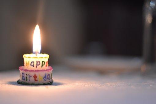 誕生日の小さなキャンドル