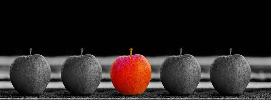 1つだけ赤いリンゴ