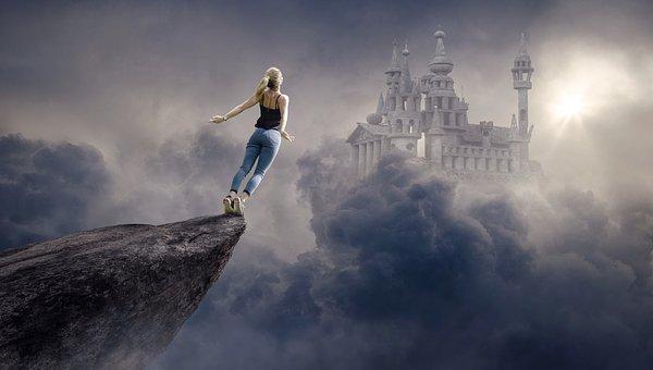 崖から飛ぶ女性 城