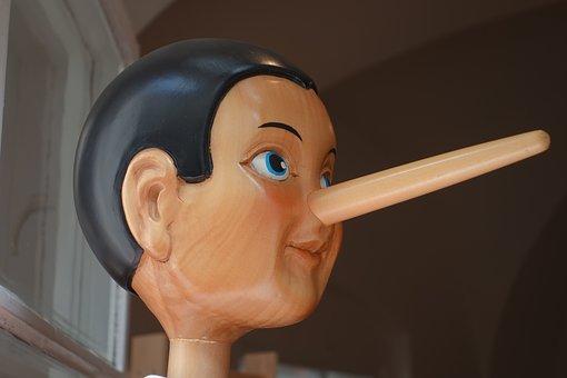 嘘をついて鼻が伸びたピノキオ