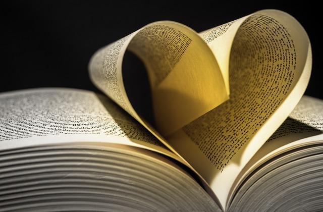 辞書のページでハートを作る